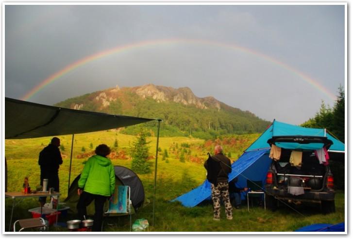 tani namiot dachowy własnej konstrukcji wRumunii
