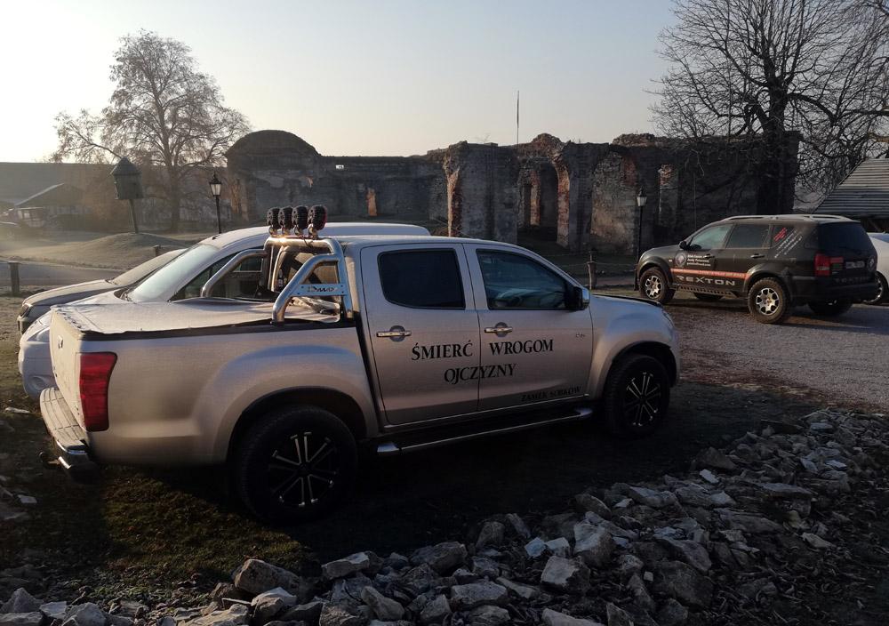 Samochody terenowe nazamku wSobkowie